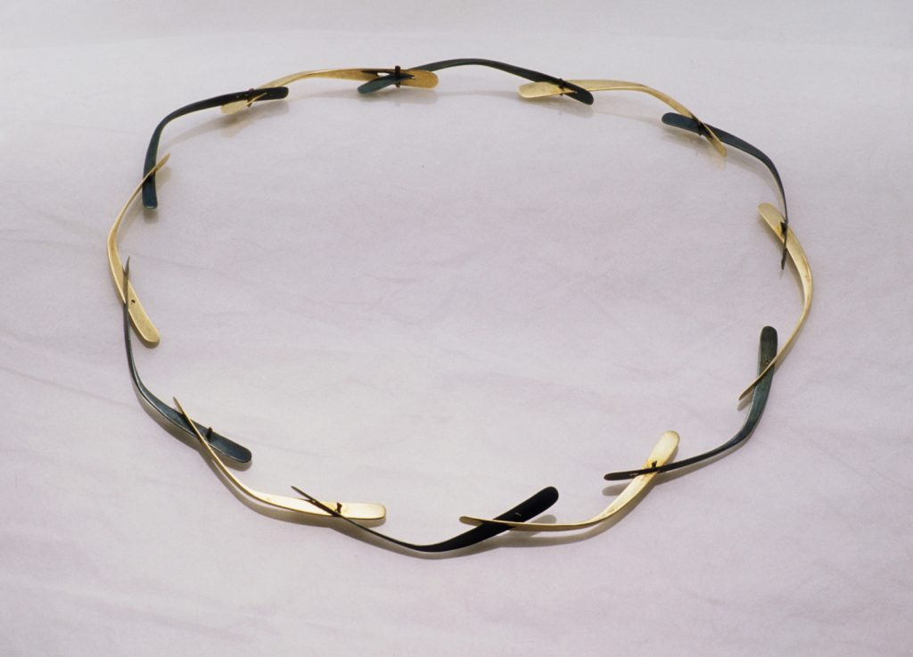 Wreath necklace, bronze iron